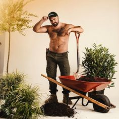 12 Sexy, Hedge-Filled Photos From the Manscaper's NY Crew