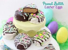 Peanut Butter Easter Eggs are simple to create and the chocolate peanut butter combination make the perfect soft and sweet filling! Plus, they are adorable! Peanut Butter Easter Eggs are a treat that we always Recipe For Peanut Butter Easter Eggs, Peanut Butter Eggs, Peanut Butter Pretzel, Peanut Butter Recipes, Chocolate Peanut Butter, Easy Easter Desserts, Easter Dinner Recipes, Easter Brunch, Packaging