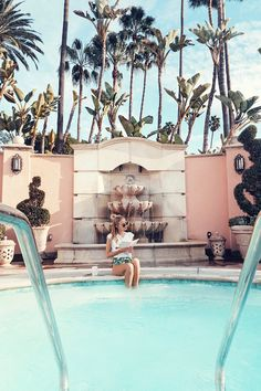 Reading by the pool at The Beverly Hills Hotel I Los Angeles http://www.ohhcouture.com/2017/02/monday-update-44/ #ohhcouture #leoniehanne