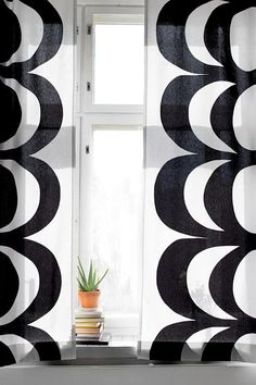 Marimekko Kaivo by Maija Isola, black and white. Design Your Home, House Design, Marimekko Fabric, Tribal Patterns, Bold Prints, Living Room Inspiration, Decoration, Interior And Exterior, Color Pop