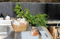 Ihan valmis kesäkeittiö - Casa Mimi Pergola Patio, Fresh, Table Decorations, Dinner Table Decorations