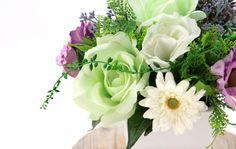 光触媒造花 3217「【供花】 バラとリシアンサスとガーベラ ラウンドタイプのアレンジメント 白陶器 25cm」 造花のフラワーアレンジメント 造花ドットコム www.zouka.com