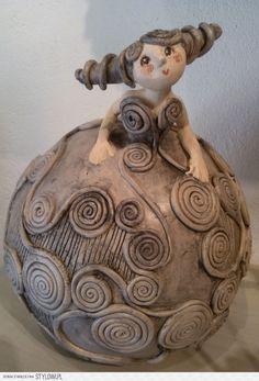 J& le strudel . peut-être sur un bol ou une tasse de Bella de Ja . - J& le strudel … peut-être sur un bol ou une tasse de Bella par Jackie Alonso - Ceramics Projects, Clay Projects, Clay Crafts, Ceramic Figures, Clay Figures, Pottery Sculpture, Sculpture Clay, Ceramic Clay, Ceramic Pottery