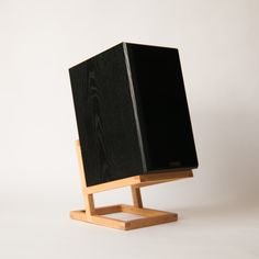 Discover recipes, home ideas, style inspiration and other ideas to try. Wooden Speaker Stands, Wooden Speakers, Diy Speakers, Monitor Stand Diy, Monitor Speaker Stands, Chill Lounge, Hifi Rack, Bookshelf Speaker Stands, Record Player Stand