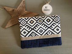 Diy Clutch, Diy Tote Bag, Diy Purse, Pochette Diy, Tapestry Crochet Patterns, Diy Bags Purses, Embroidery Bags, Pouch Pattern, Linen Bag