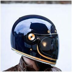 Ideas For Retro Bike Helmet Vintage Motorcycles Blue Motorcycle Helmets, Motorcycle Style, Women Motorcycle, Retro Helmet, Vintage Helmet, Retro Bike, Cafe Racer Helmet, Bell Helmet, Motorcycle Helmets