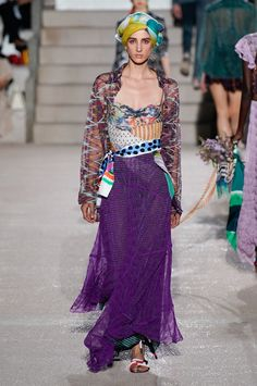 Missoni Spring 2020 Ready-to-Wear Fashion Show Collection: See the complete Missoni Spring 2020 Ready-to-Wear collection. Look 29 Retail Store Design, Retail Stores, Catwalk Fashion, Milan Fashion, Fashion Trends, Fashion Show Collection, Apparel Design, Summer Trends, Window Displays