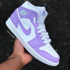 Jordan Shoes Girls, Girls Shoes, Cute Sneakers, Shoes Sneakers, Air Jordan Sneakers, Jordans Sneakers, Souliers Nike, Nike Shoes Air Force, Aesthetic Shoes