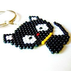 Hey, I found this really awesome Etsy listing at https://www.etsy.com/listing/92931913/cute-beaded-black-kitty-on-key-ring