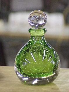 Perfume bottle - Green glass with bubbles Perfumes Vintage, Antique Perfume Bottles, Vintage Bottles, Bottle Vase, Bottles And Jars, Glass Bottles, Beautiful Perfume, Glass Art, Clear Glass