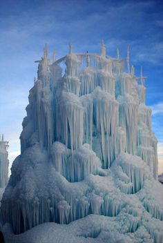 ice sculptured splendidly by nature's art - Ice Castles - Zermatt Resort - Midway, UT USA All Nature, Science And Nature, Amazing Nature, Nature Tree, Winter Szenen, Winter Holiday, Snow Sculptures, Metal Sculptures, Bronze Sculpture