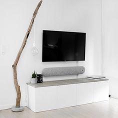 Gren–gulvlampe, TV bord (køkkenskabe, IKEA m. planker)