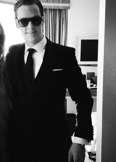 Who gave him the right to look so freaking amazing in a damn suit!