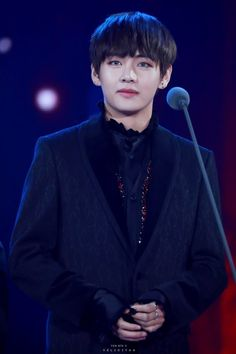 v kim taehyung bts Bts Taehyung, Jimin, Bts Bangtan Boy, My Boo, Boy Scouts, Korean Fashion Men, Korean Men, Most Handsome Men, Worldwide Handsome