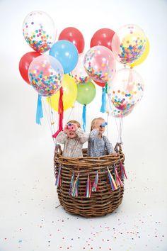 Decorate your party in style with this balloon and confetti kit. It comes with shiny gold foil stickers and lots of multi-colored confetti to decorate a whole r