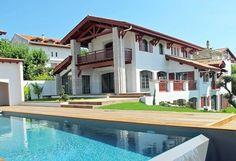 Bidart, belle maison de village d'environ 420 m² superbes vues mer et montagnes - Barnes  http://www.barnes-cotebasque.com/vente/bidart-belle-maison-de-village-d'environ-420-m²-superbes-vues-mer-et-montagnes-/M6137/B144.html#