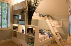 etagenbett mit regalen und schubladen