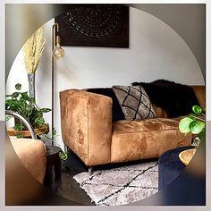 """nuevo-interiordesign on Instagram: """"🖤Hoewel ik bij andere kleur zo mooi vindt, ben ik zelf in huis erg basic . Hou erg van zwart,grijs,wit en een cognac kleur bank. Volgende…"""""""