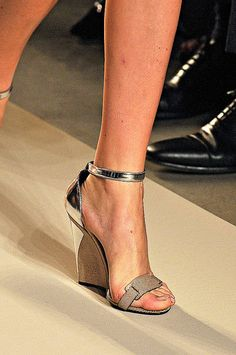 http://www.fashionologie.com/Best-Shoes-from-Spring-2012-Milan-Fashion-Week-19237935?page=0,0,0#17