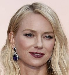 Naomi Watts in a textured lob (long bob) at The Oscars 2015. Click to see more of the best beauty looks from the 87th Academy Awards. (Photo: Noel West for The New York Times)