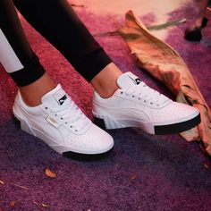 Puma Cali White and black black and white. Sneakers Selena Gomez sneakers 2019 White sneakers in trendy leather. € 100 on La Redoute ↗️ Source by furiouslacess Tenis Casual, Casual Sneakers, Sneakers Fashion, Fashion Shoes, Converse Sneaker, Sneaker Outfits, Sneakers Mode, Shoes Sneakers, Cute Shoes
