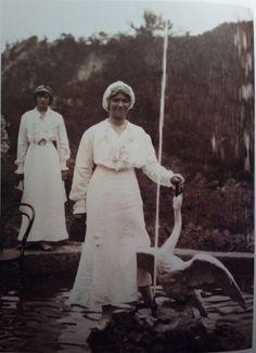 Tatiana, Marie at the fountain