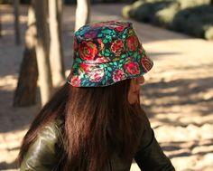 Sombreros impermeables · Gorro de Lluvia - Flores grandes de LoLahn  Handmade por DaWanda.com Flores Grandes e54e63f9173