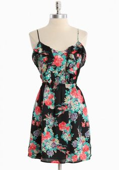 pretty floral print.. would be cute with purple eye shadow, my fav summer color :)