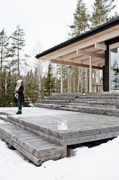 Moderne trehytte i Finland.