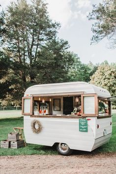 Super food truck design trailers coffee van 40 IdeasYou can find Coffee truck and more on our website. Design Food, Food Truck Design, Coffee Carts, Coffee Truck, Coffee Shops, Foodtrucks Ideas, Food Truck Wedding, Wedding Catering, Brewery Wedding