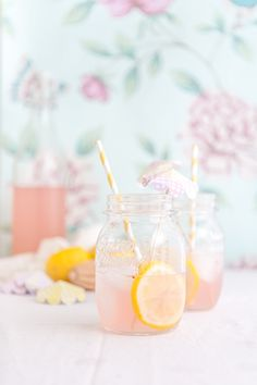 Une recette facile de limonade maison rose, parfaite pour donner un petit coup…