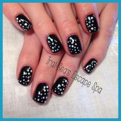 Black with blue & white dots by www.traiseasescapespa.com #nailart