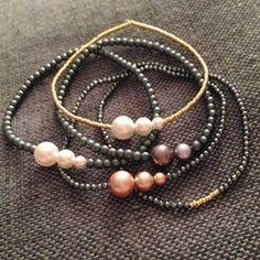 Smukke armbånd med små perler. Priser fra 60kr #armbånd #perlearmbånd #perler #Swarovski #miyuki #24kt #guld #hæmatit #hematite #elastik #tilsalg #sælges #aalborg #amaida