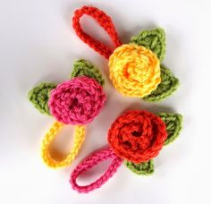 Crochet Flower Blooms. Make your luggage or backpack stand out with one of these little blossoms. #crochet #pattern #luggage #tag