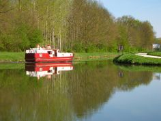 Bateau de France Fluviale à l'embranchement de Vermenton, Canal du Nivernais, Yonne, Bourgogne.