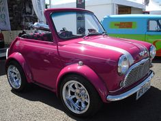 It's the mini of the mini ! Mini MINI Cooper Pink ♥ It's the dream car Mini Cooper Clasico, My Dream Car, Dream Cars, Classic Mini, Classic Cars, Affordable Car Insurance, Tout Rose, Girly Car, Auto Retro