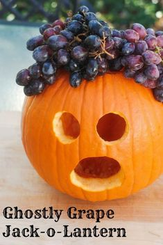 Ghostly Grape Jack-o-Lantern: Healthy Treats for Classroom Halloween Parties -- Real Mom Nutrition Classroom Halloween Party, Halloween School Treats, Healthy Halloween Treats, Spooky Treats, Halloween Parties, Healthy Treats, Halloween Ideas, Kids Cooking Activities, Cooking With Kids