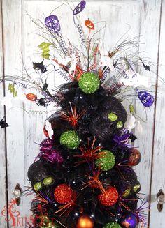 tomato-cage-halloween-tree-ornaments-closeup-top