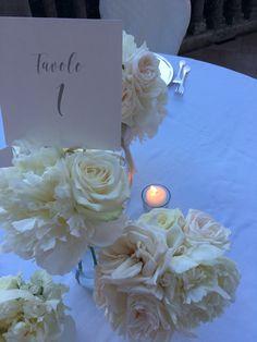 Centrotavola Wedding, fiori per matrimonio, centrotavola peonie, rose, fiori bianchi, matrimonio al mare