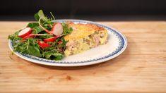 Omelet met asperges en gerookte ham, tuinkers, radijsjes en veldsla | Dagelijkse kost Omelet, Spanakopita, Quiche, Vegetarian Recipes, Recipies, Good Food, Cooking, Breakfast, Ethnic Recipes