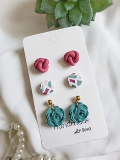 Diy Earrings Polymer Clay, Polymer Clay Flowers, Polymer Clay Charms, Diy Earrings Studs, Earring Studs, Polymer Clay Projects, Clay Crafts, Diy Crafts To Sell On Etsy, Clay Creations