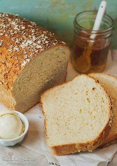 Honey Oat Bread.  www.bakingdom.com/2011/09/homemade-honey-oat-bread.html