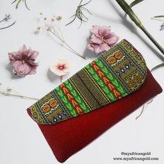 This is the perfect clutch for every woman's outfit. It fits all your essentials - Nothing more, nothing less. It is a perfect gift to self or to another woman in your life! It was handcrafted in Kenya using burlap and Kente (African print) fabric  African print clutch | African clutch | women's clutch bags | clutch wallet purse | burlap clutch | Kente | Dashiki