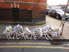 Arte callejero hecho con basura. Un artista español emigrado a Londres para poder hacer su trabajo.