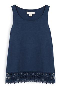 Camiseta azul marino con bajo de crochet
