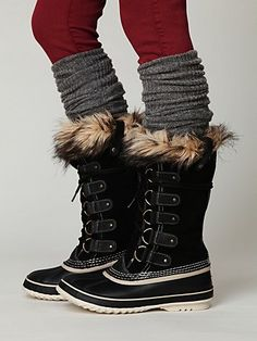 Sorel Boots Line the Streets in the New Year | College to Curtin
