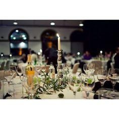 Kerzenständer sind sehr romantische & edle Tischdeko-Elemente! Candles, Table Decorations, Furniture, Home Decor, Homemade Home Decor, Candy, Home Furnishings, Interior Design, Home Interiors