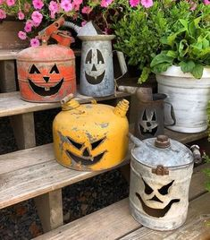 Pumpkin gas cans. how to use gas cans during halloween. Pumpkin gas cans. how to use gas cans during halloween. Source by trendytree Diy Halloween Snacks, Retro Halloween, Diy Halloween Projects, Theme Halloween, Halloween Designs, Halloween Home Decor, Diy Halloween Decorations, Halloween House, Holidays Halloween