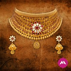 What better than our this pretty choker neckpiece, embellished with delicate floral tones in gold, for the next royal wedding you have to attend? India Jewelry, Gold Jewellery, Italian Gold Jewelry, Gold Jhumka Earrings, Antique Necklace, Gold Bangles, Bridal Jewelry, Chocker, Design