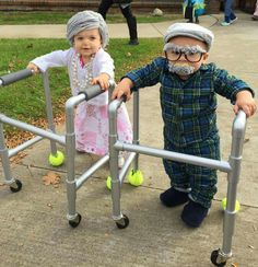 30 Matching Siblings Halloween Costumes which are the cutest costumes of the year - Hike n Dip This Halloween, get matching costumes for your kids. Take inspo from these adorable Siblings Halloween Costumes ideas perfect for Brothers & Sisters. Funny Kid Costumes, Sibling Halloween Costumes, Baby Costumes, Cute Halloween, Halloween College, Halloween 2019, Baby Grandma Costume, Diy Toddler Halloween Costumes, Little Girl Halloween Costumes